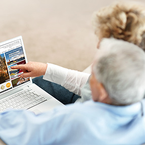 Photo of an old couple sharing a labtop